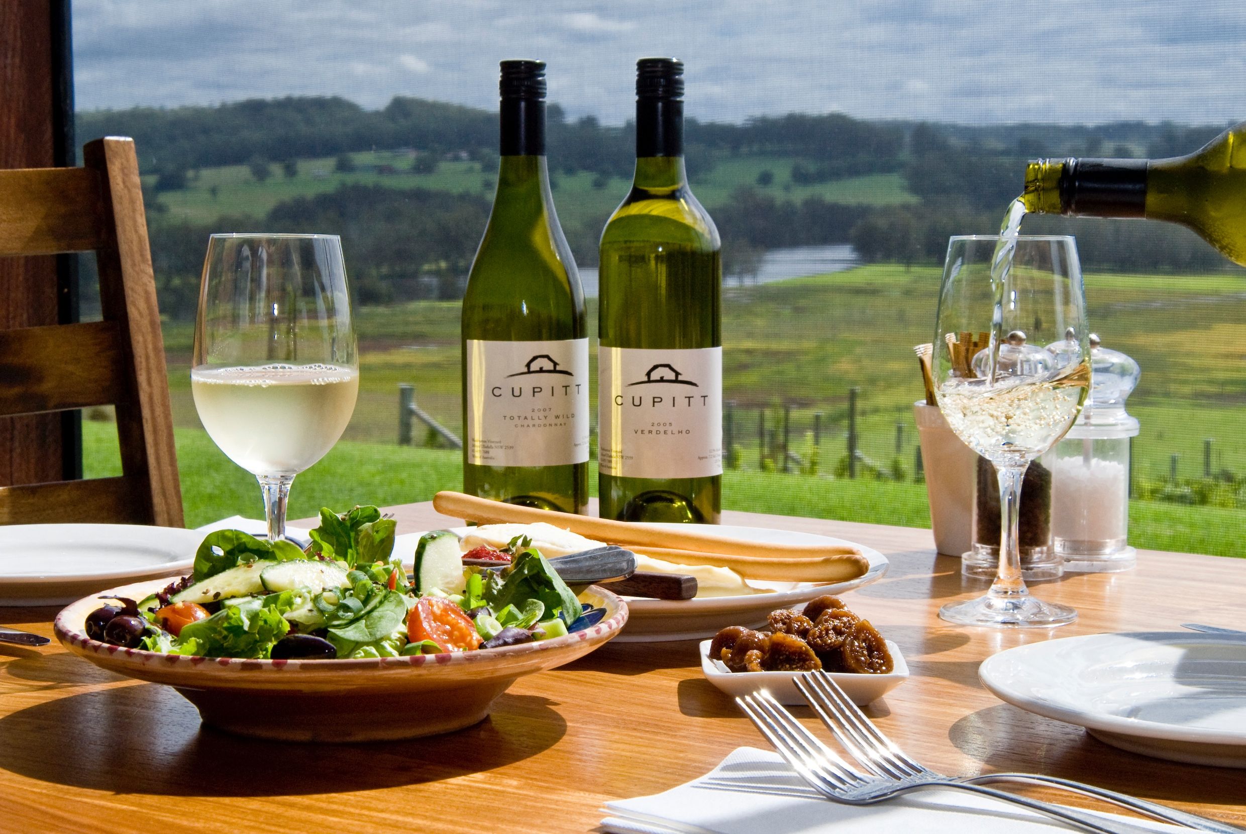Provincial wineries are close to Sydney
